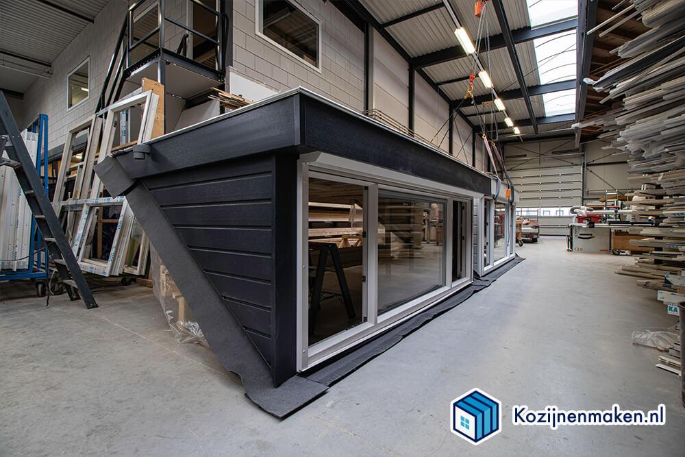Kunststof dakkapel in de fabriek